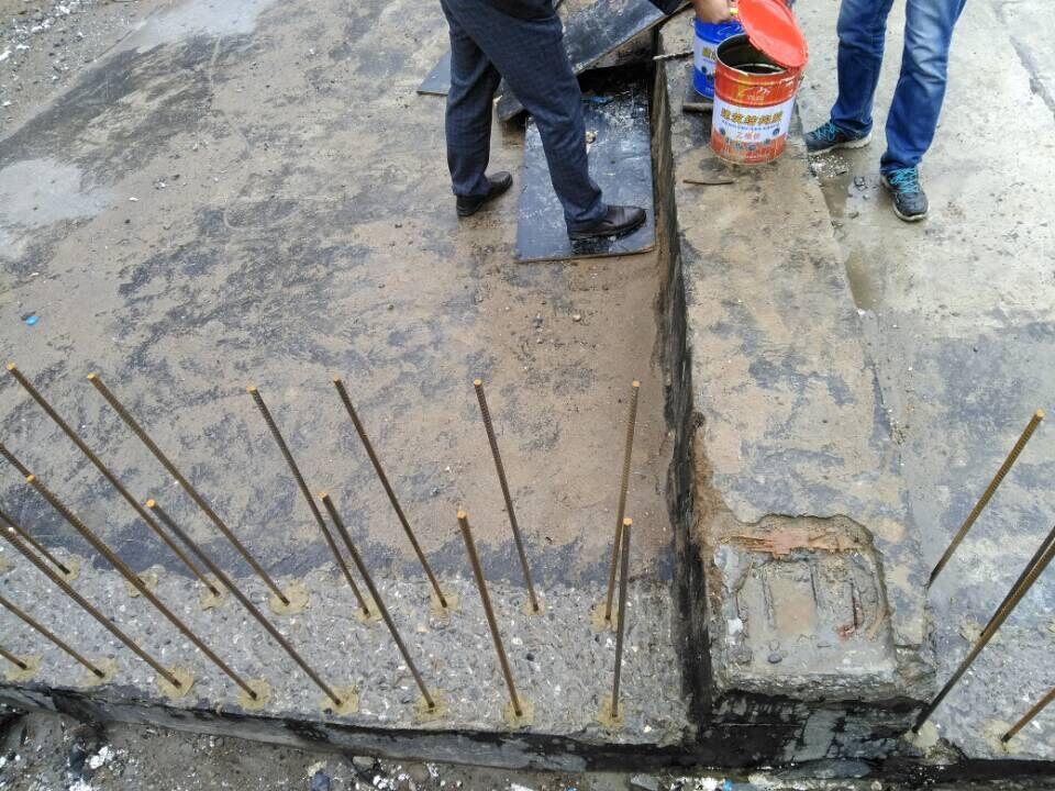 植筋胶加固的应用领域 探讨混凝土路面裂缝植筋解决措施