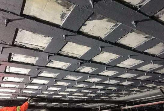 <b>灌注粘钢胶用量是多少 简述灌注粘钢胶施工方案</b>