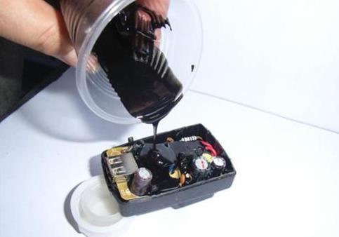 <b>环氧树脂灌缝胶有哪些工艺特点 了解使用环氧树脂灌缝胶需要注意什么</b>